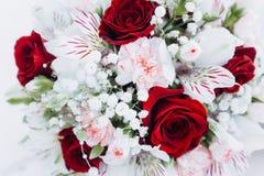 Floristics do casamento sob a forma de um ramalhete fotografia de stock