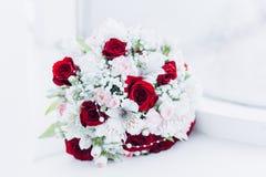 Floristics do casamento sob a forma de um ramalhete imagem de stock royalty free