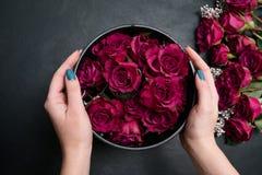 Floristry σχέδιο δημιουργιών τέχνης σύνθεσης ανθοδεσμών στοκ εικόνα