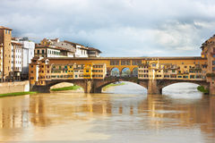 Flornce, ποταμός Arno και Ponte Vecchio Στοκ φωτογραφία με δικαίωμα ελεύθερης χρήσης