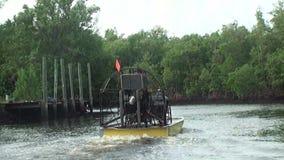 Floryda, błota, w nawigaci na airboat, strzelać poruszający airboat, widoku tyły, silniku i śmigle, zbiory