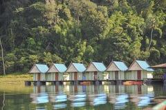 Flosshäuser bei Khao Sok National Park, Thailand Lizenzfreie Stockbilder
