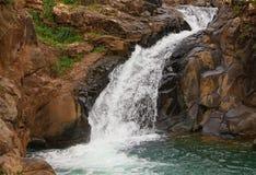 Flot de cascades à écriture ligne par ligne Photographie stock libre de droits