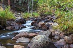 flot de montagne rocheuse Photo stock