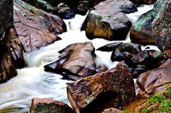 Flot de montagne rocheuse du Colorado de roches Photos stock