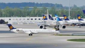 Flota de Lufthansa en el aeropuerto de Munich, MUC almacen de metraje de vídeo