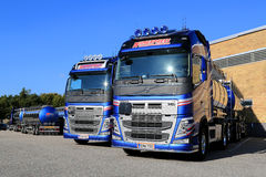 Flota Volvo FH 500 Cysternowe ciężarówki na jardzie Zdjęcie Royalty Free