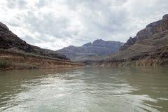 Flotación abajo del río Colorado poderoso Foto de archivo