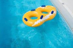 Flotación amarilla del anillo de goma Imagen de archivo