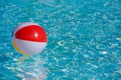 Flotación colorida inflable de la bola Fotografía de archivo