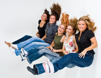 Flotación feliz de 5 mujeres fotografía de archivo