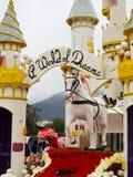 Flotador 2011 del desfile del tazón de fuente de Rose de Honda Imagenes de archivo