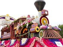 Flotador 2011 del desfile del tazón de fuente de Rose de la asociación de Alzheimers Imagenes de archivo
