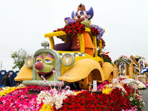 Flotador 2011 del desfile del tazón de fuente de Rose de los hospitales de Shriners Imagen de archivo libre de regalías