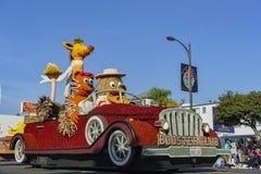 Flotador de conducción animal del estilo del coche del cartón en Rose Parade famosa Fotografía de archivo