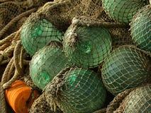 Flotador de cristal, viejas redes de pesca Fotos de archivo libres de regalías