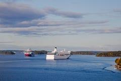 Flotador de los transbordadores en los fiordos del mar Báltico Foto de archivo libre de regalías