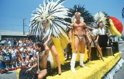 Flotador del corista en desfile homosexual y de la lesbiana del orgullo, imágenes de archivo libres de regalías