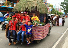 Flotador del desfile con la choza tradicional de Flobamora Foto de archivo libre de regalías