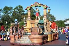 Flotador del desfile de Pinocchio en el mundo Orlando de Disney Imagen de archivo