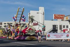Flotador del estilo del cuerpo de bomberos en Rose Parade famosa Imágenes de archivo libres de regalías