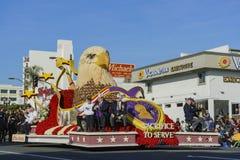 Flotador del estilo de Eagle de director Award en Rose Parade famosa Foto de archivo libre de regalías