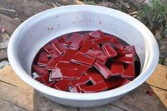 Flotador rojo del alimento de la sangre de la vaca muchos Imágenes de archivo libres de regalías