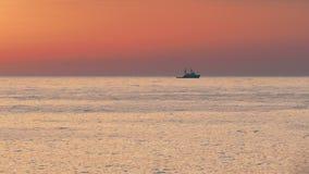 flotadores del Nave-tirón en el mar metrajes