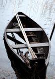 Flote con el barco en el lago Bridvaisis Imágenes de archivo libres de regalías