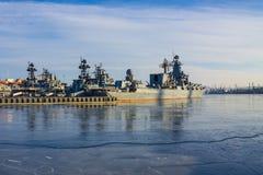 Flotille militaire dans le roadstead Photographie stock