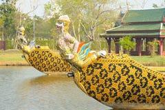 flottörhus den kungliga thailand för garudafloden krigsskeppet arkivbild