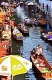 flottörhus marknad thailand Royaltyfri Bild