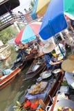 flottörhus marknad thailand Arkivfoto