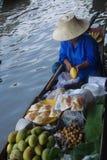 flottörhus marknad thailand royaltyfri foto