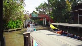 flottörhus marknad thailand Den traditionella marknaden på vattnet i Bangkok stock video