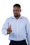 Flott affärsman som ser hans finger royaltyfria bilder
