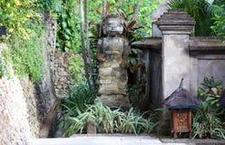 Flott elegant och modern hotellträdgårdvardagsrum på Bali Indonesien i Asien Platser på det lyxiga högvärdiga hotellet arkivfoto