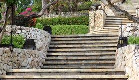 Flott elegant och modern hotellträdgårdvardagsrum på Bali Indonesien i Asien Platser på det lyxiga högvärdiga hotellet arkivfoton