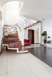 Flott hus - modern inre royaltyfri foto