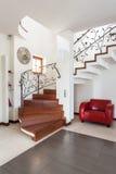 Flott hus - trappa arkivbild