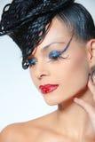 Flott karismatisk kvinna med den moderiktiga lyxiga frisyren. fotografering för bildbyråer