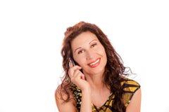 Flott kvinna som talar på mobiltelefonen arkivbilder