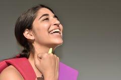 Flott kvinnlig student fotografering för bildbyråer