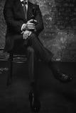 Flott ond affärsman som hotar hans rivaler fotografering för bildbyråer