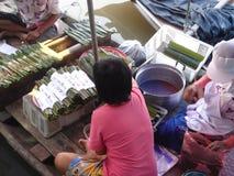 flott?rhus marknad thailand arkivfoto