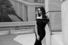 Flott stilfull flicka royaltyfria bilder