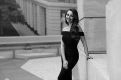 Flott stilfull flicka arkivfoton