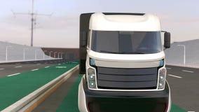 Flotta av den autonoma blanden åker lastbil körning på trådlös laddande gränd arkivfilmer