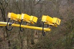 Flotta Hampshire, UK - mars 11th 2017: Kameror för genomsnittlig hastighet i operation på motorwayen M3 som förminskar medelhasti Royaltyfri Fotografi