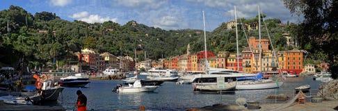 Flottan av skepp i den Portofino hamnen royaltyfri foto